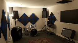silver pearl drums, behringer pa,