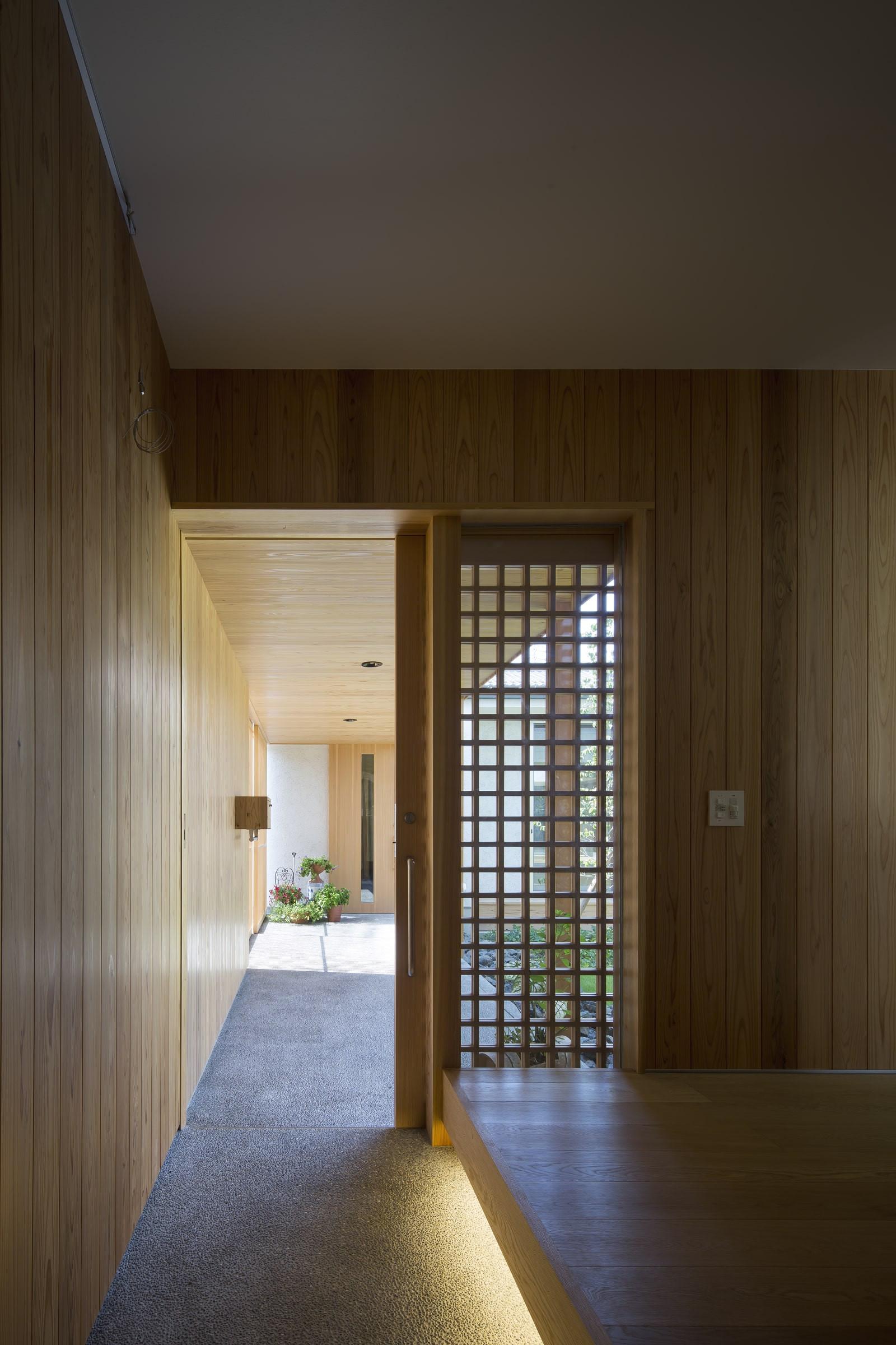 custom-built-house-2400_04.jpg