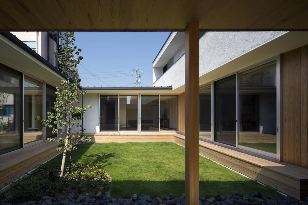 custom-built-house-2400_03.jpg