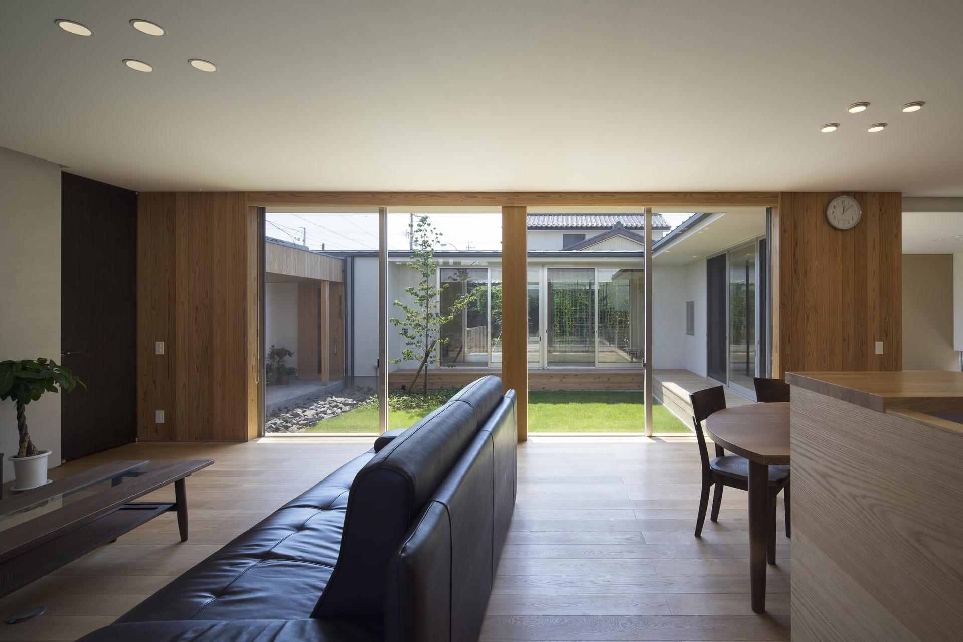custom-built-house-2400_07.jpg
