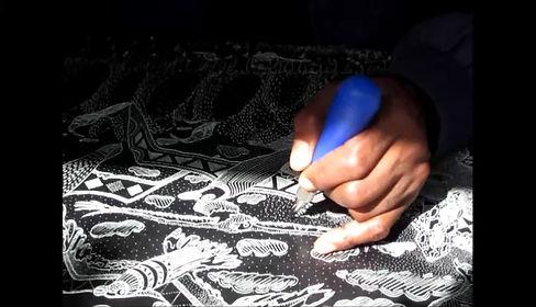 Vusi Zwane cutting a lino