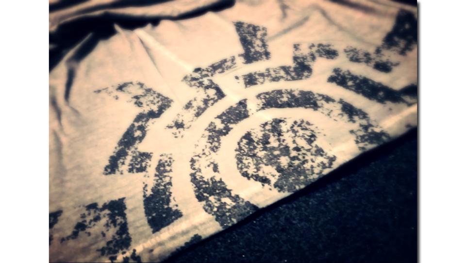 t-shirt LOGO detail 1