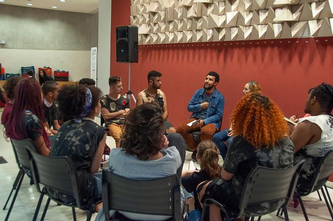 Roda de Conversa Oroborus - Apreciadores Luciano Mendes e Michelle Lomba