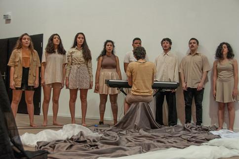 Filhos de Guerra - Núcleo de Teatro Adolescente da Fundação das Artes (São Caetano)