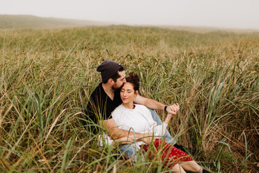 Couples Photos in Sand Dunes of Geartheart Oregon