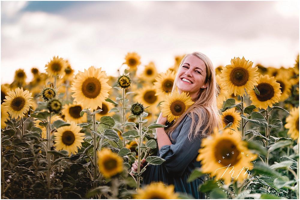 Natürliche Fotografie im Sonnenblumen Feld, Strahlend, gelb- die Sonne im Herzen