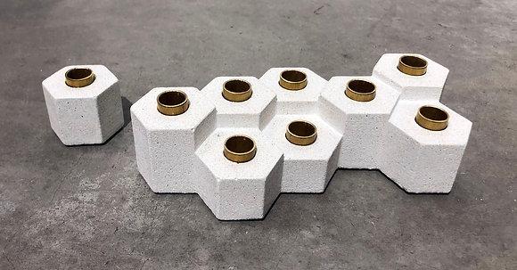 חנוכייה בטון לבן