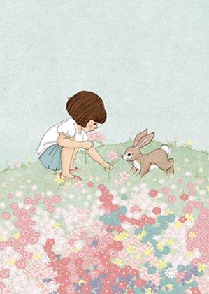 Belle & Boo גלוית בל בשדה פרחים