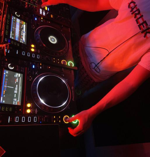 DJ Carlek @ Pirate Studios.