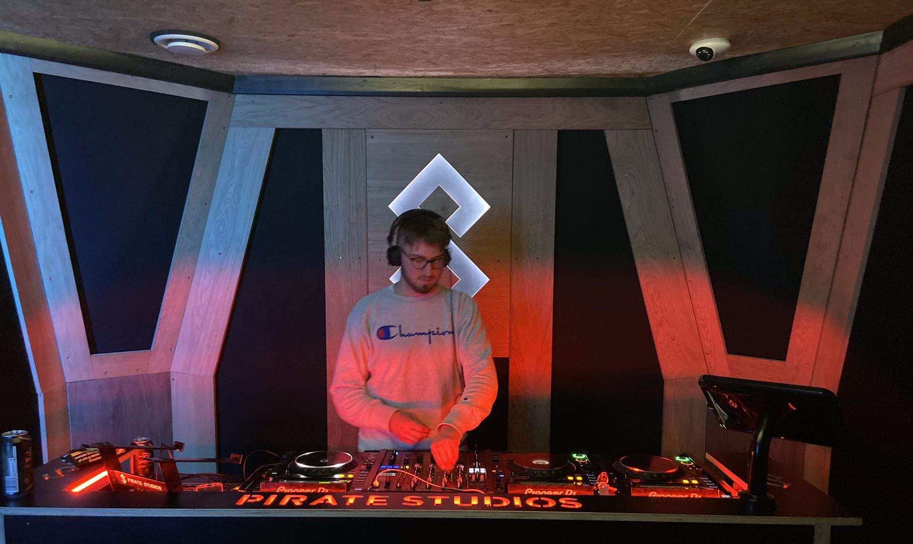 DJ Carlek @ Pirate Studios