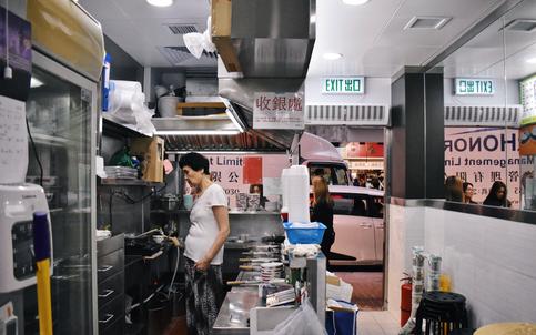A Stop at a Hong Kong Dessert Shop by Hyning Gan