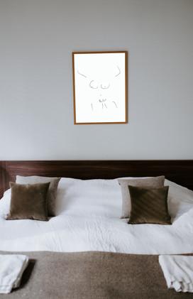 woman1_bedroom.jpg