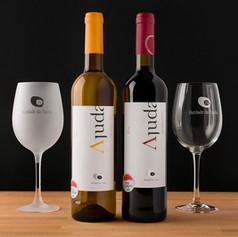 Garrafas e copos de vinho