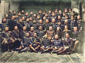 Don_Jaime_de_Borbón_con_el_regimiento_de