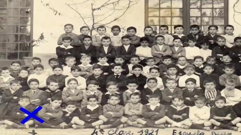 Antonio Molle Lazo en su clase de educación primaria