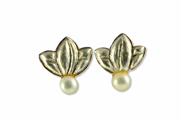 Chased Earrings in Fine Silver with Freshwater Pearl