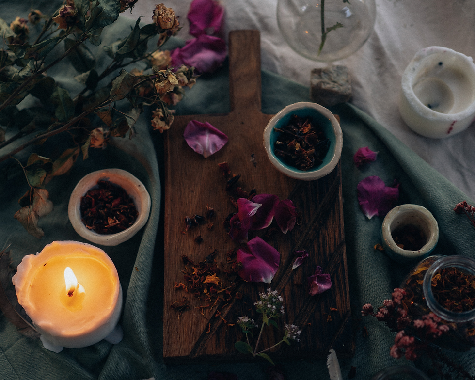 Flavescent Candles Co. est une individuelle artisanale basée au cœurde la Gironde. Nous sommes spécialisés dans la créations de bougies et fondants parfumés uniques, inspirés par la mythologie, la littérature et le folklore. Toutes nos créations sont fabriquées à la main dans notre atelier, et infusées aux végétaux et cristaux, avec un soupçon de magie.   FABRICATION ARTISANALE FRANCAISE ~ 100% VEGAN & CRUELTY-FREE