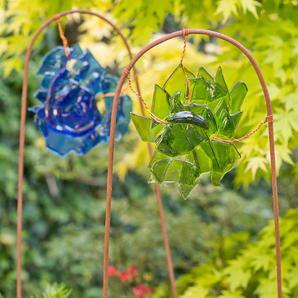 Garden glass reliefs