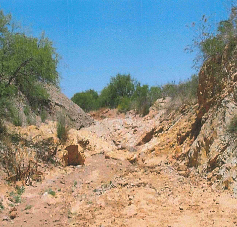 Typical outcrop in an arroyo near the Ch