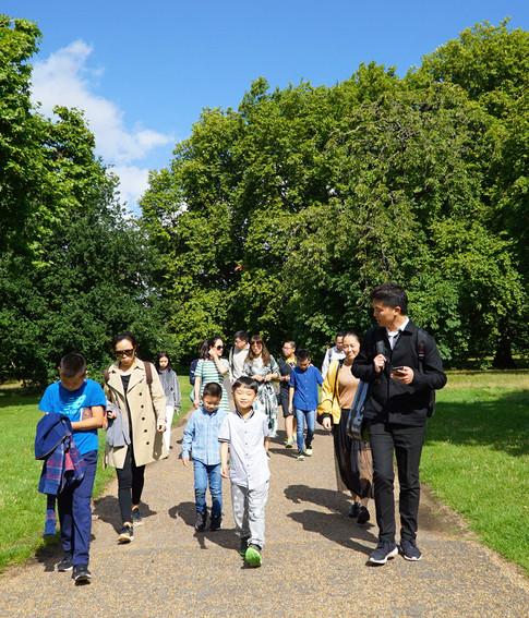夏令营师生在伦敦海德公园
