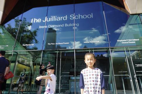 学生在纽约茱莉亚学院合影
