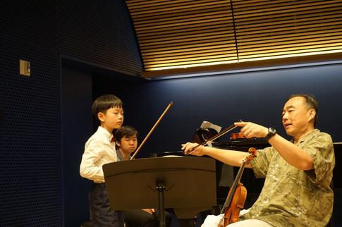 林昭亮教授在美国歌剧中心为学生上课