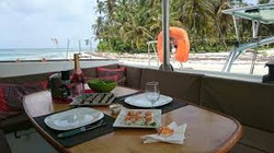 Champagne catamaran San Blas island