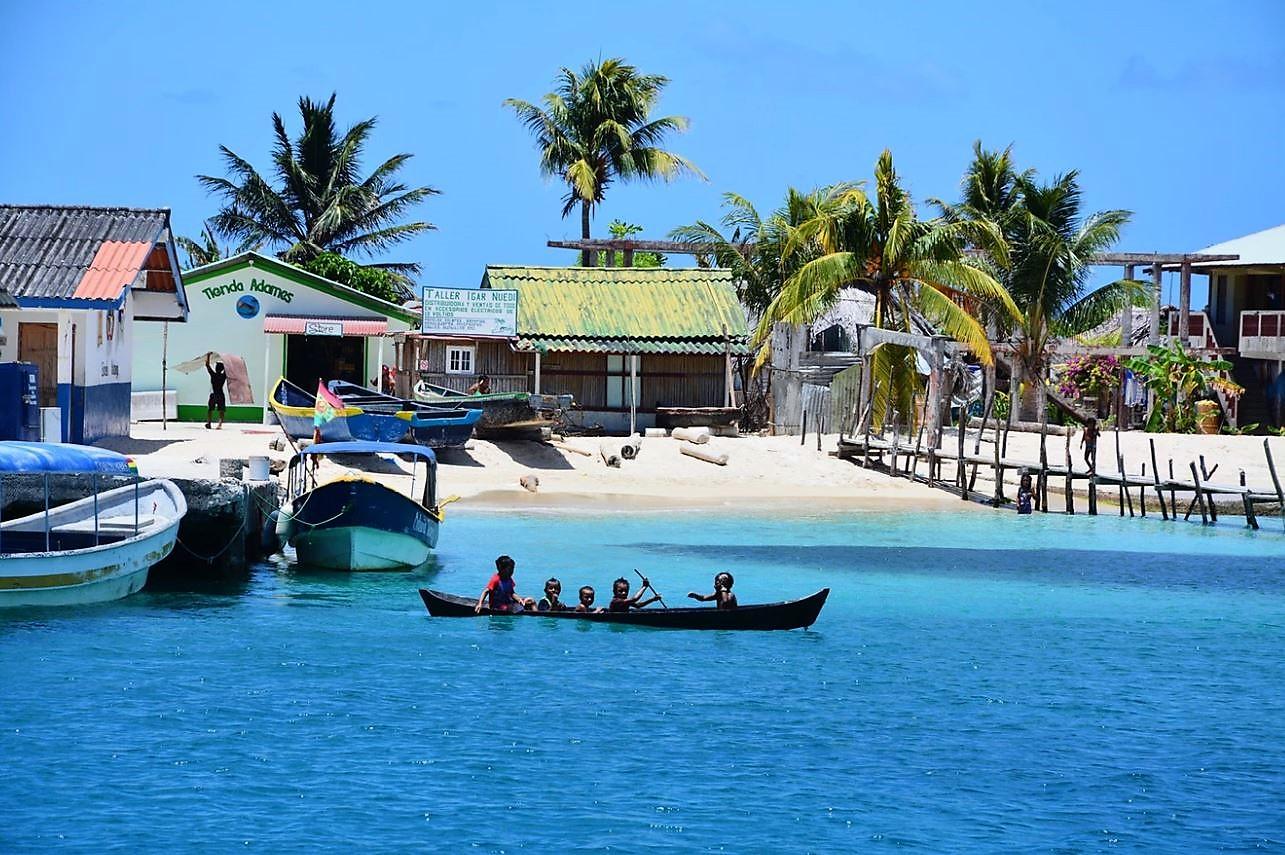 San Blas panga Kuna village