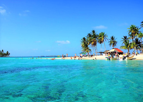 Isla Perro San Blas island beach