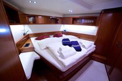 Queen Axiera spacious bedroom