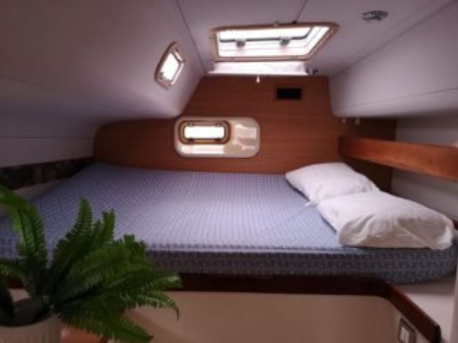 Vicky II spacious airy double bed