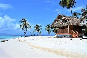 San Blas Isla Tuba Senika Franklin Cabañas Privadasy Compartidas Panama oceanfront hostel and hotels