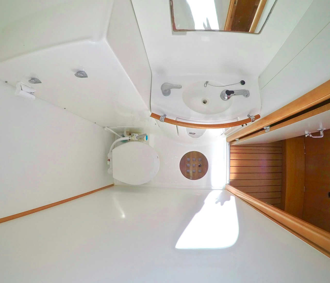 Head Bathroom Lagoon 410 catamaran