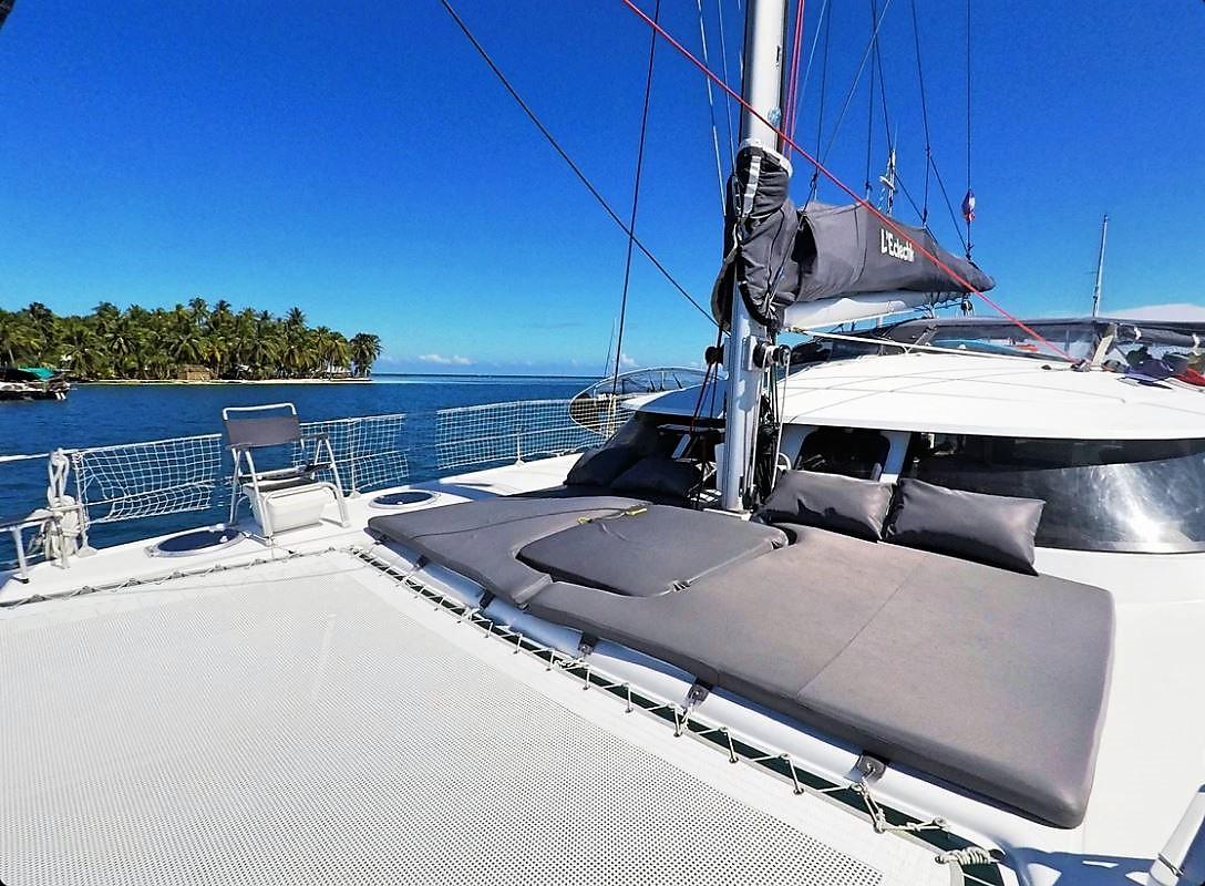 Lavezzi 40 sundeck San Blas boat