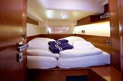Queen Axiera bedroom 1