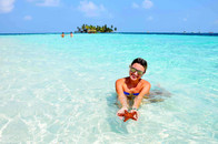 Woman in San Blas holding sea star