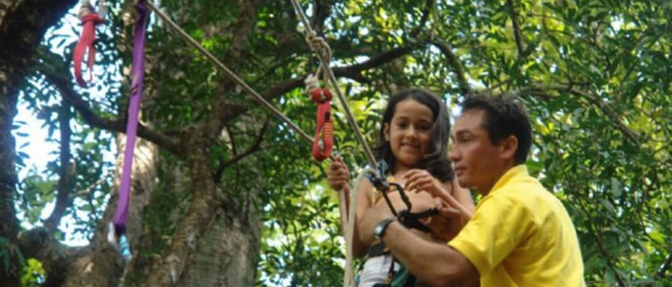 Tamarindo Guanacaste Costa Rica zipline canopy tour group guide assisting guest