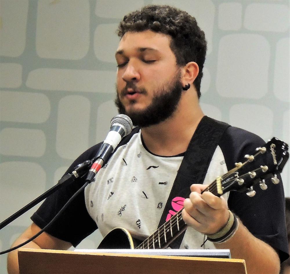 Alexandre Carrara, integrante dos Forasteiros Music