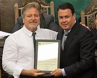 João Lourenço (direita), coordenador do Amor Exigente em Bauru, recebeu Moção de Aplauso da Câmara Municipal de Bauru pelo trabalho desenvolvido