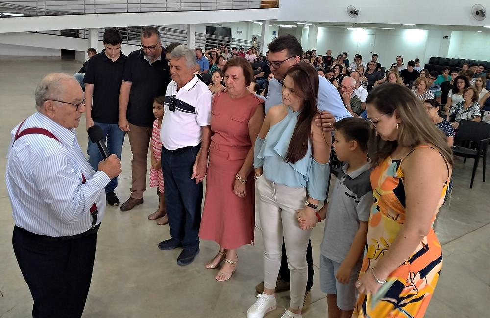 Da esq. para a direita: Abílio Chagas (com o microfone), Leonardo, Márcio, Analice, Sara, Aírton, Leni, Júnior, Daniela, Luca e Ana Cláudia