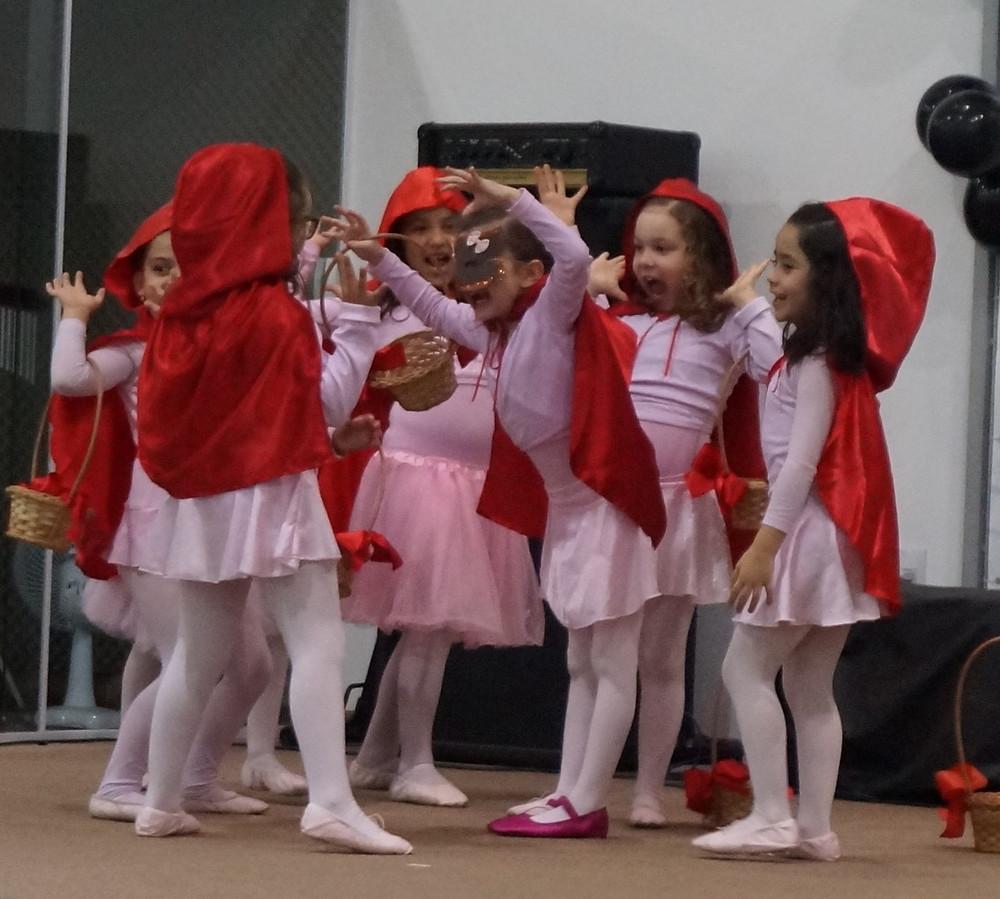 Apresentação das crianças do Recanto das Ovelhinhas no dia dos pais