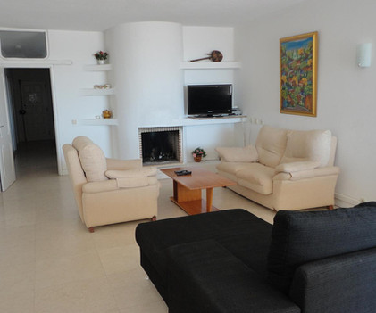 3 livingroom 2.JPG
