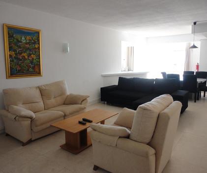 6 livingroom.JPG