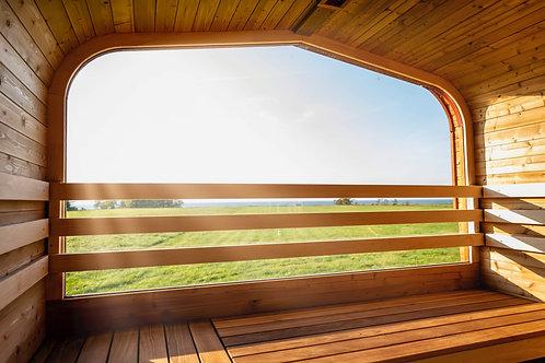 utomhus bastu med stort fönster och utsikt