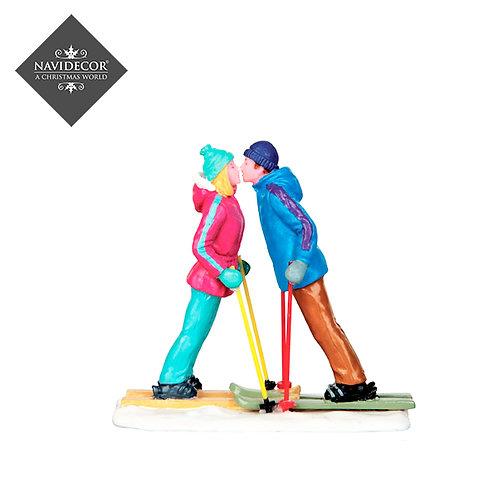 Esquiadores besandose