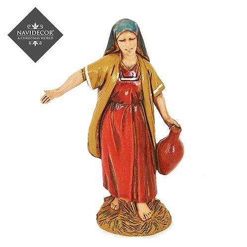Mujer portando ánfora