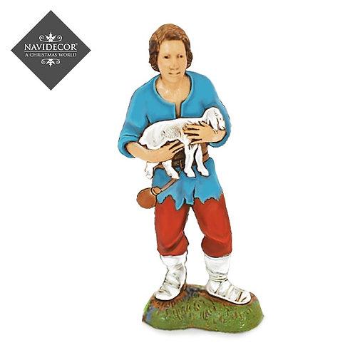 Pastor con oveja en brazos