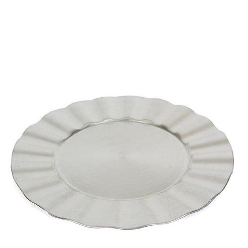 Bajo plato plateado ondulado
