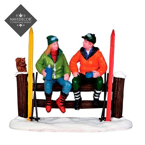 Esquiadores sentados