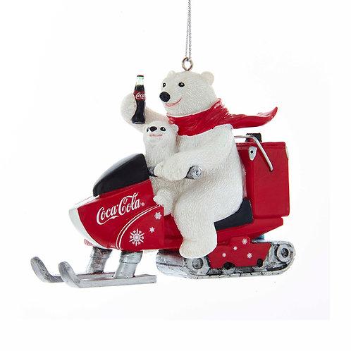 Oso polar Coca-Cola en moto de nieve